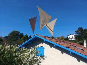 Première éolienne posée à Saint-Jean-de-Luz